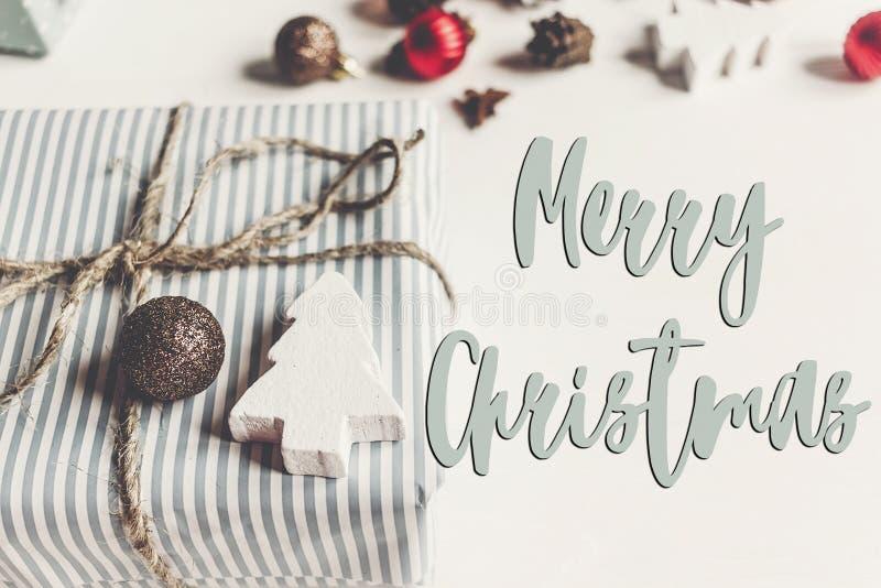 Texto do Feliz Natal, sinal sazonal do cartão de cumprimentos chri à moda imagens de stock