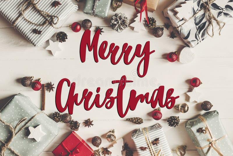 Texto do Feliz Natal, sinal sazonal do cartão de cumprimentos Configuração lisa PR imagens de stock