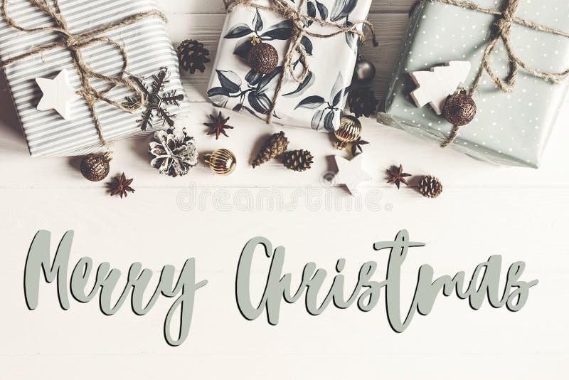 Texto do Feliz Natal, sinal sazonal do cartão de cumprimentos Configuração lisa ST imagens de stock
