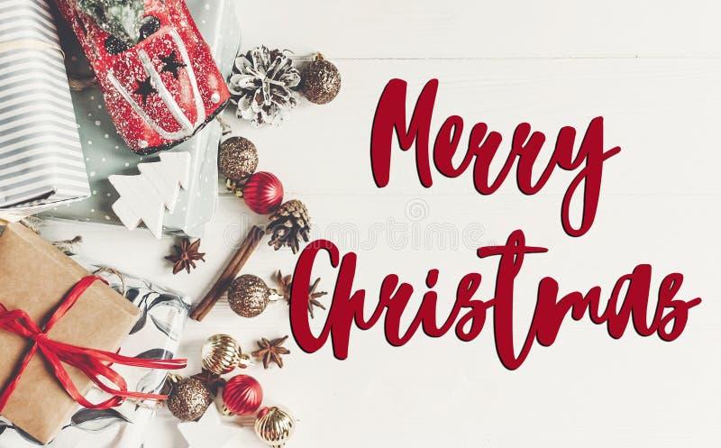 Texto do Feliz Natal, sinal sazonal do cartão de cumprimentos Configuração lisa W foto de stock royalty free