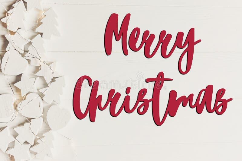 Texto do Feliz Natal, sinal sazonal do cartão de cumprimentos minimalistic imagens de stock