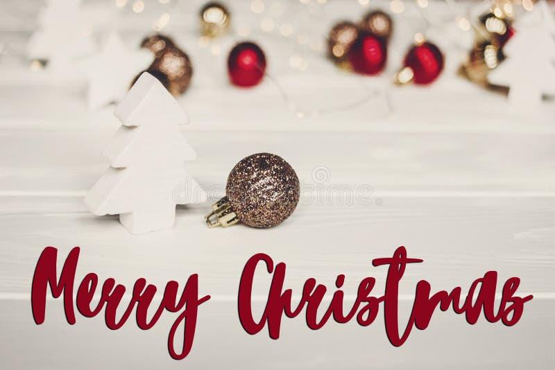 Texto do Feliz Natal, sinal sazonal do cartão de cumprimentos ornam simples imagem de stock royalty free