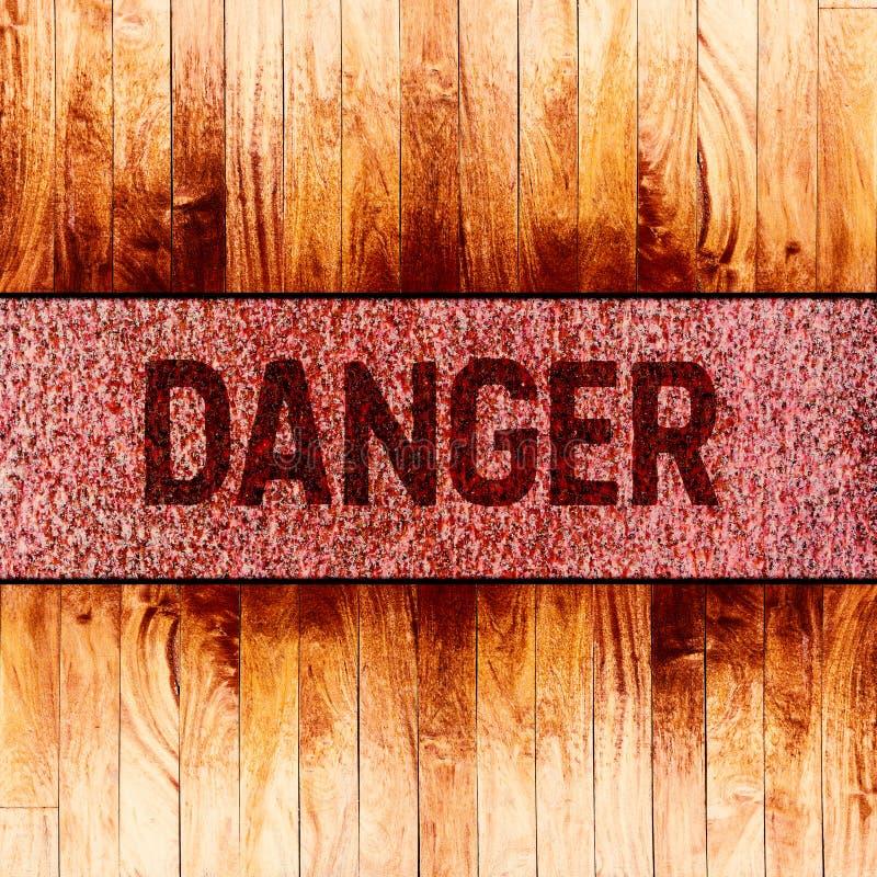 Texto do sinal de aviso do perigo no fundo oxidado do metal imagem de stock royalty free