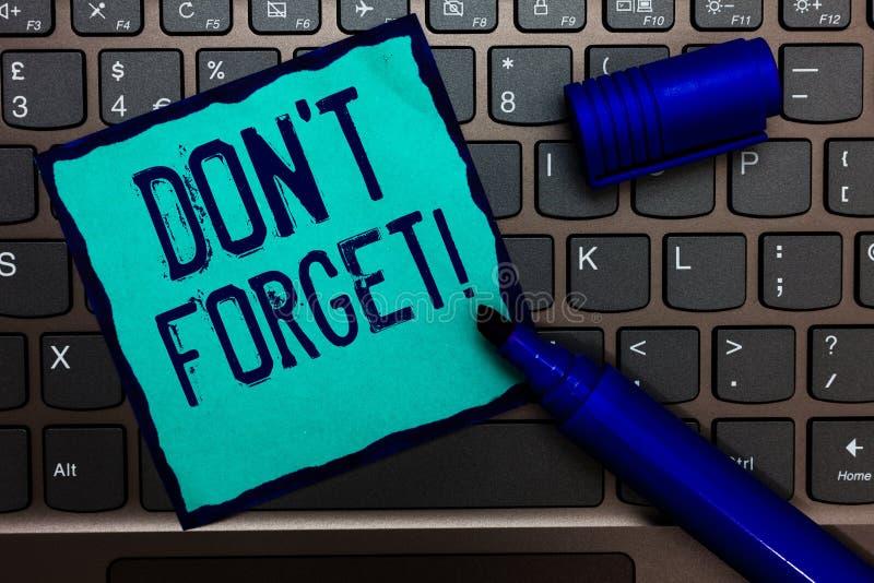 Texto Don t de la escritura de la palabra no olvidar El concepto del negocio para Know de memoria piensa que detrás el arreglo en fotos de archivo