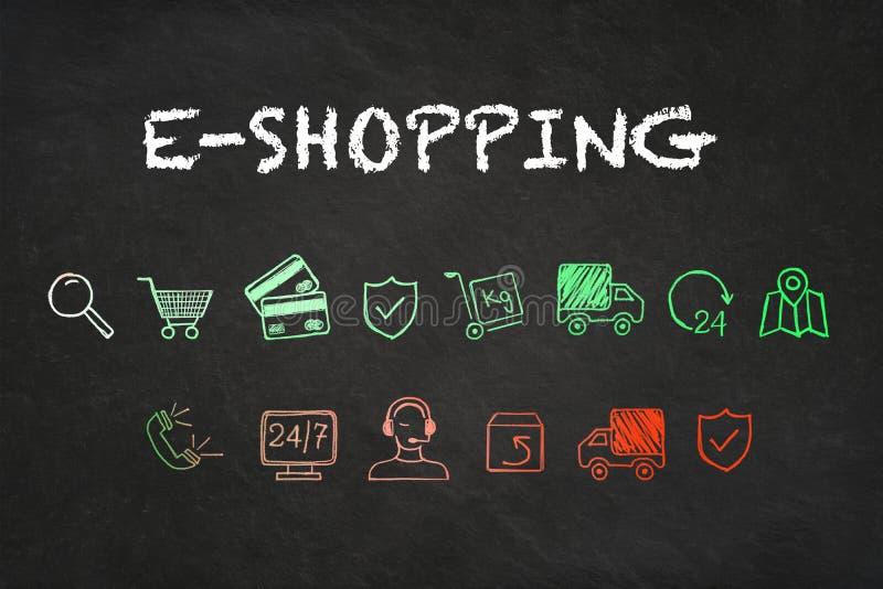 Texto en línea de las e-compras e iconos coloridos en fondo del tablero de tiza libre illustration