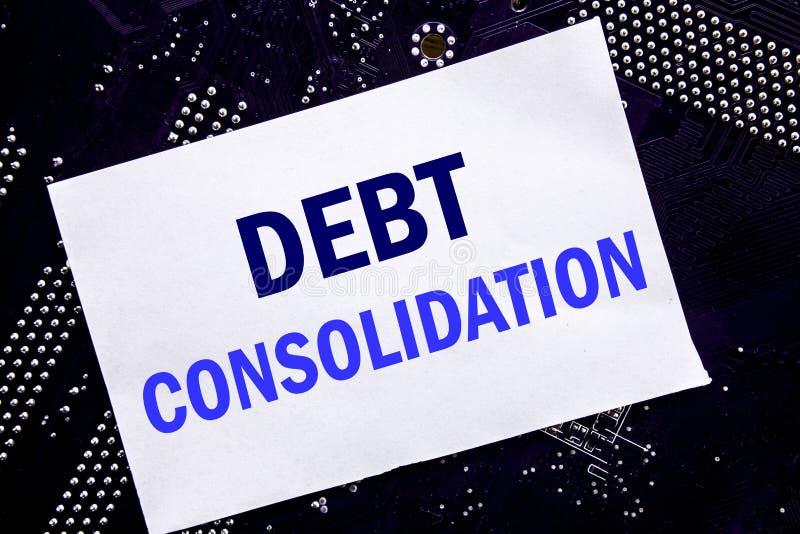 Texto escrito à mão que mostra a consolidação de débito Conceito do negócio para o crédito do empréstimo do dinheiro escrito na n fotografia de stock royalty free