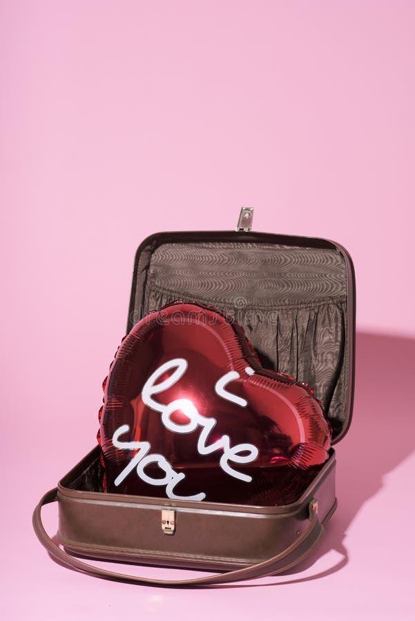Texto eu te amo em um balão coração-dado forma imagens de stock