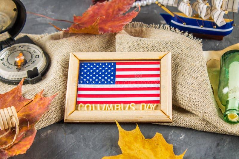 Texto feliz de Columbus Day Concepto del día de fiesta de los E.E.U.U. El descubridor de América Estados del día de fiesta fotos de archivo