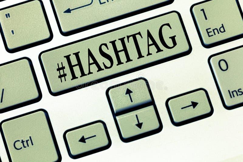 Texto Hashtag da escrita da palavra Conceito do negócio para a etiqueta do Internet para a estratégia social do Search Engine de  imagens de stock