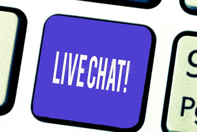 Texto Live Chat de la escritura de la palabra Concepto del negocio para la conversación sobre la comunicación móvil de las multim fotos de archivo libres de regalías