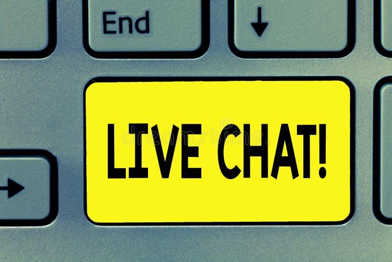 Texto Live Chat de la escritura de la palabra Concepto del negocio para la conversación sobre la comunicación móvil de las multim fotografía de archivo