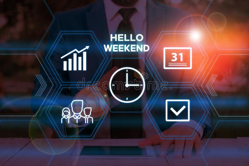 Texto manuscrito no Hello Weekend Conceito que significa Getaway Adventure Friday Positivity Relaxtivity Masculino imagem de stock royalty free