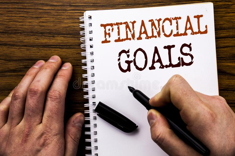 Texto manuscrito que muestra a palabra metas financieras Concepto del negocio para el plan del dinero de la renta escrito en el o imagen de archivo