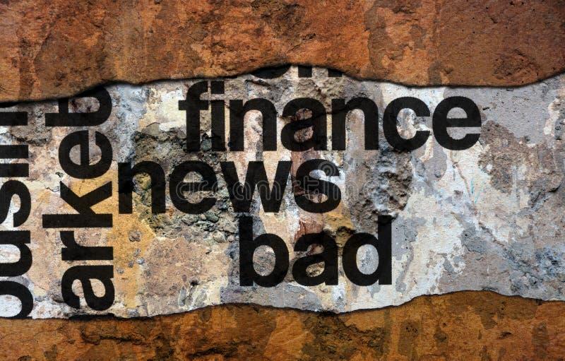 Texto mau da notícia da finança na parede imagens de stock royalty free