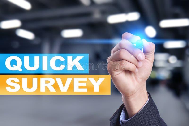 Texto rápido da avaliação na tela virtual Feedback e homenagens dos clientes Internet do negócio e conceito da tecnologia imagens de stock