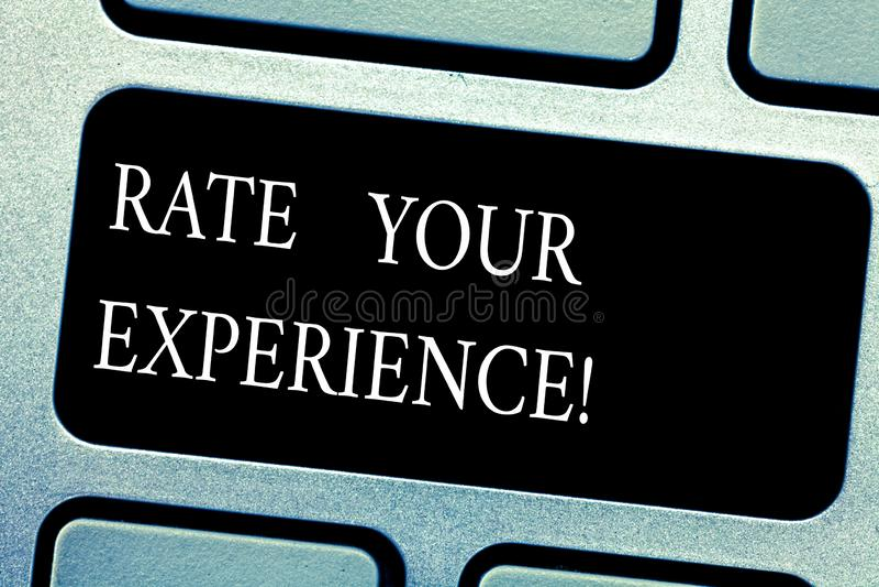 Texto Rate Your Experience de la escritura El significado del concepto evalúa el conocimiento o la habilidad que usted ha ganado  imagenes de archivo