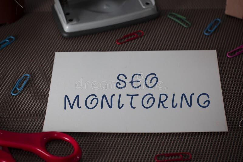 Texto Seo Monitoring de la escritura de la palabra Concepto del negocio para seguir el progreso de la estrategia hecho en las tij imagen de archivo libre de regalías