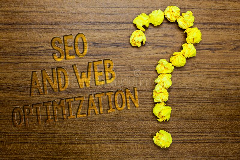 Texto Seo And Web Optimization da escrita da palavra Conceito do negócio para o assoalho de madeira das estratégias de marketing  foto de stock