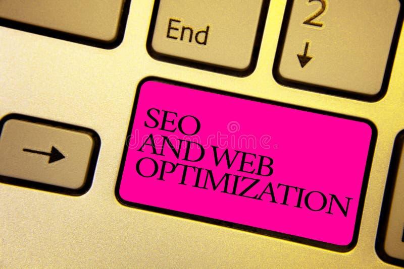 Texto Seo And Web Optimization da escrita da palavra Conceito do negócio para o compu dourado brilhante das estratégias de market foto de stock royalty free
