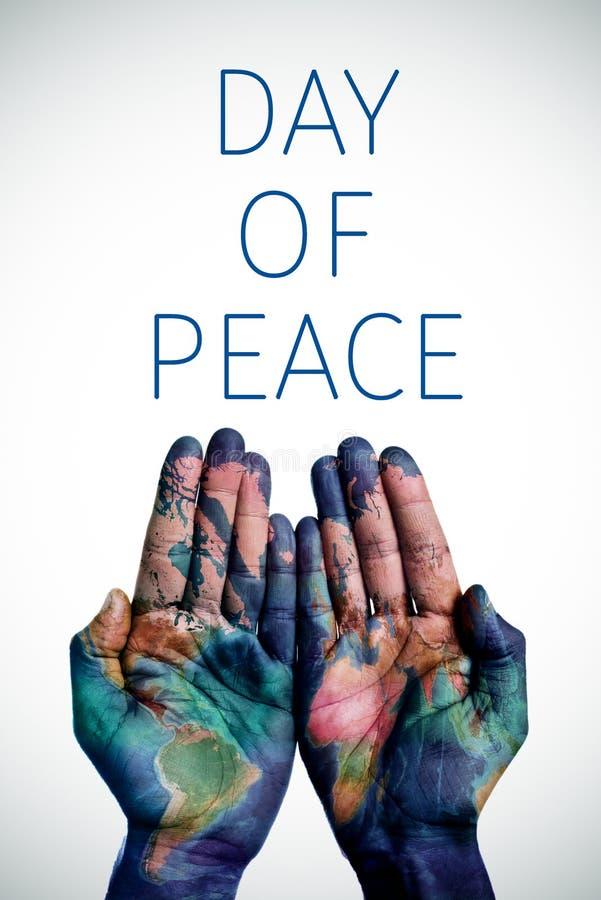 Textotez le jour de la paix et de la carte du monde, meublé par la NASA photos libres de droits