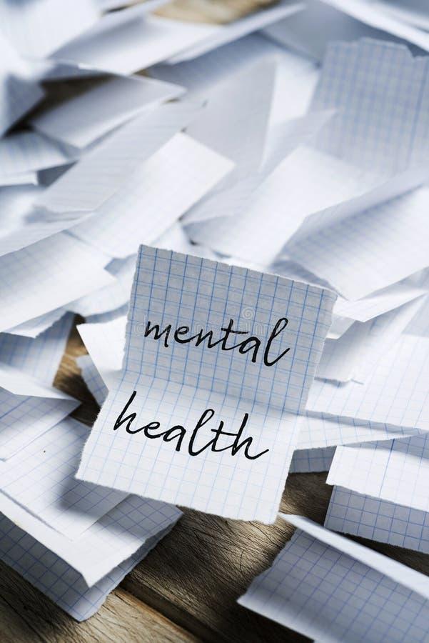 Textpsychische gesundheit in einem Blatt Papier stockfotos