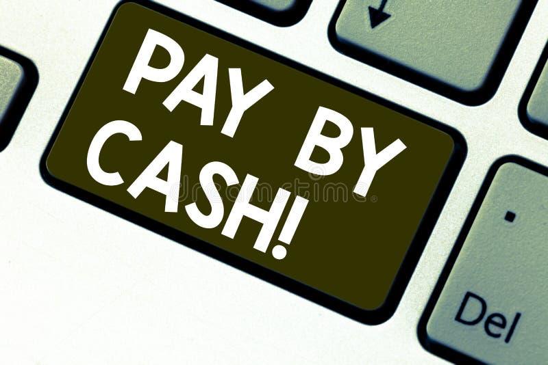 Texttecken som visar lön vid kassa Begreppsmässig fotokund som betalar med tangent för tangentbord för pengarmynträkningar återfö royaltyfri bild
