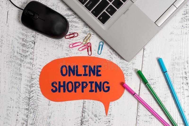 Texttecken som visar online-shopping Det begreppsmässiga fotoet låter konsumenter köpa deras gods över den metalliska internet ba arkivbild