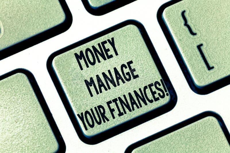 Texttecken som visar pengarrätta dina finanser Det begreppsmässiga fotoet gör bra bruk av dina förtjänster som investerar tangent royaltyfri foto