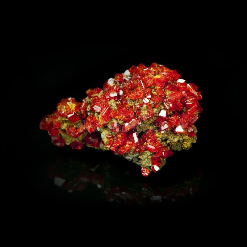 Textur av ädelstenen, röd crystal granatrött royaltyfri bild