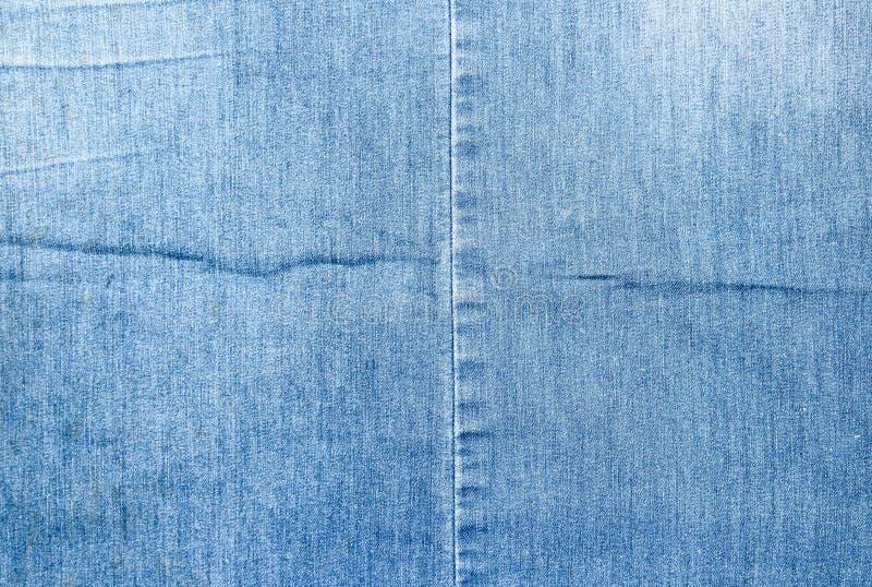 Textur av ett blått grov bomullstvilltyg Två stycken av tyg som tillsammans sys arkivbilder
