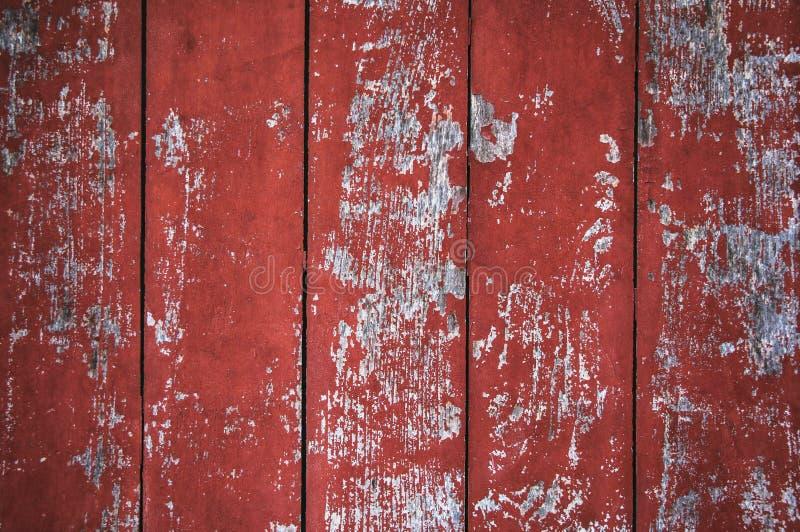Textur av gammalt trä med sprucken målarfärg av röd färg royaltyfria bilder