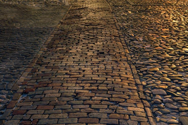 Textur av kullerstengatan i Savannah arkivfoto
