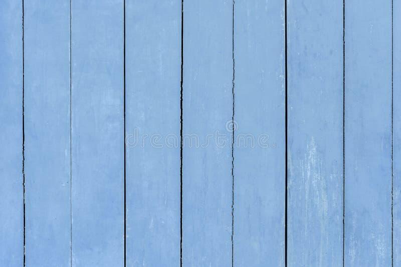 Textur av ljust - blå trävägg med sprucken målarfärg royaltyfri foto