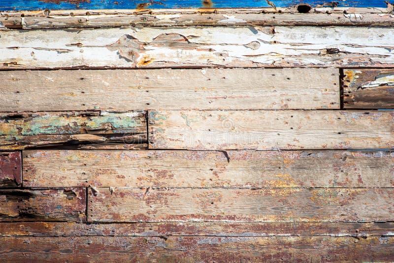 Textur av målad sprucken grov wood yttersida royaltyfria foton