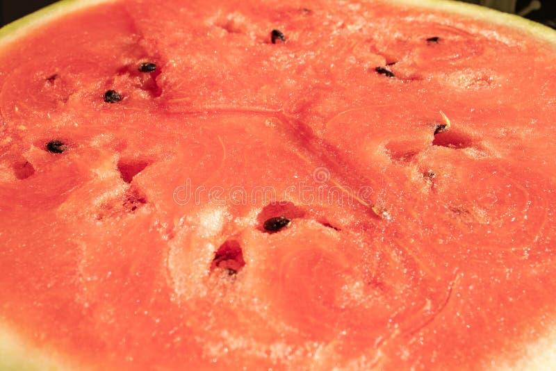 textur av saftig trämassa av den mogna röda vattenmelon med frö, närbild royaltyfria foton