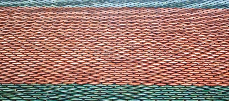 Textur av taktegelplattor av den thailändska templet arkivfoto