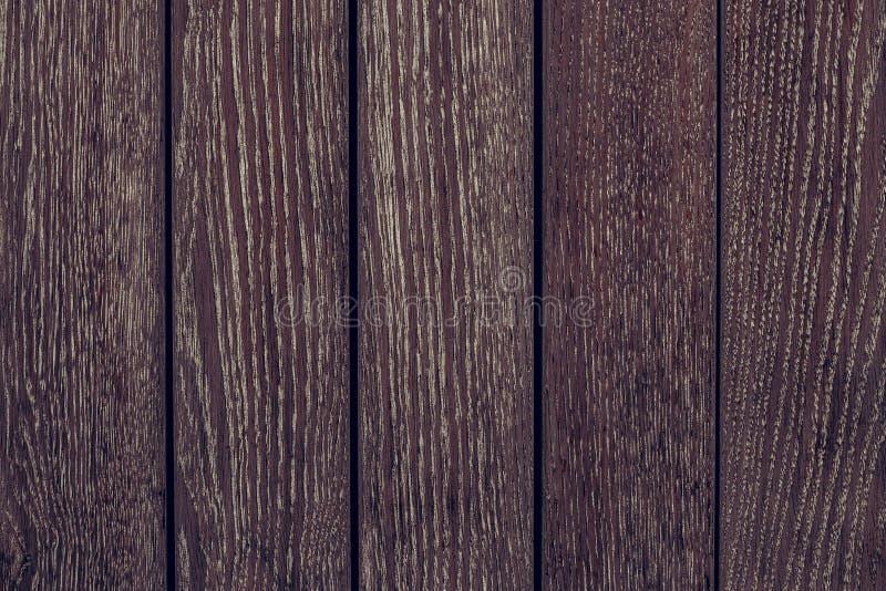 Textur av träbräden från rött träd Modell av redwoodträdet Lantlig trätabell av alen För timmertextur för tappning rödbrun bakgru royaltyfri fotografi