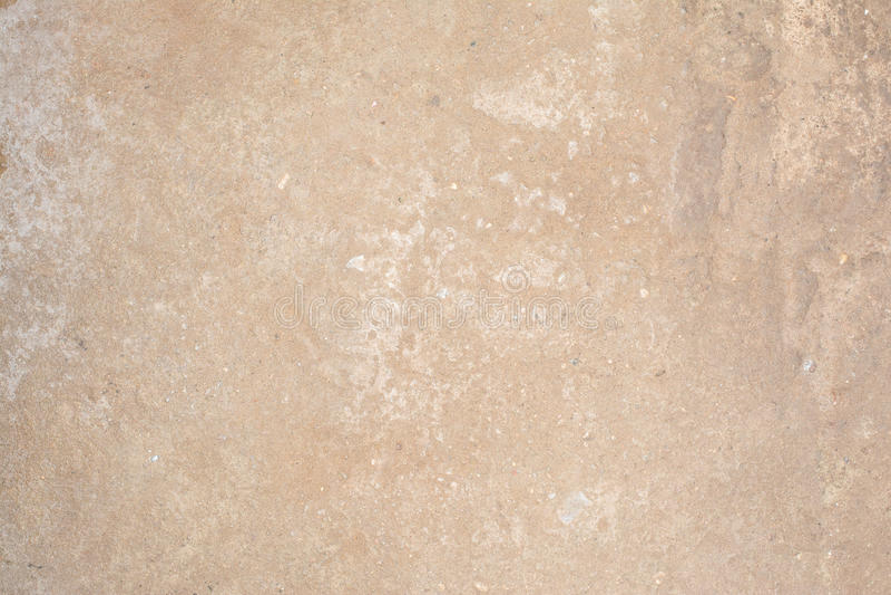 Textur av yttersidan av den gamla väggen av byggnaden, där är brott, sprickor, färgskilsmässor och saltar insättningar arkivbilder