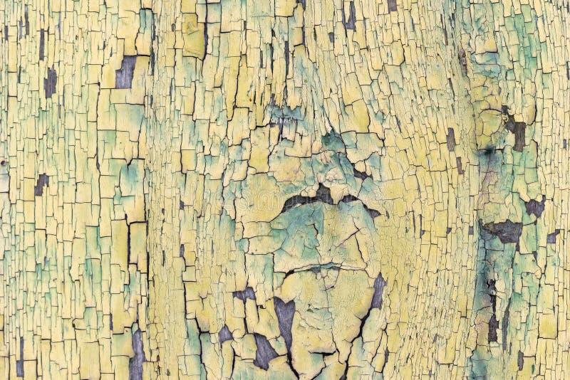 Textur bakgrund, gammal träbeläggning med sprucken målarfärg arkivbild