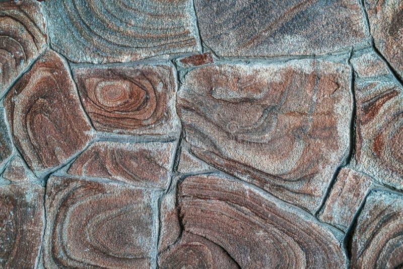 Textur för bruntstenbakgrund, fritt utrymme Fragment för stenläggning för stentegelplattagolv Yttersida f?r stenv?gg med cement royaltyfri fotografi