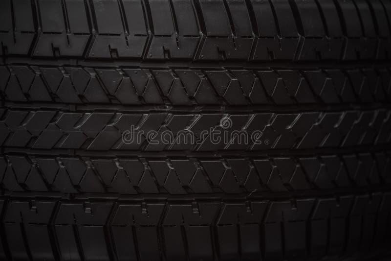 Textur för däck för gummihjulframsidacloseup rubber arkivfoton