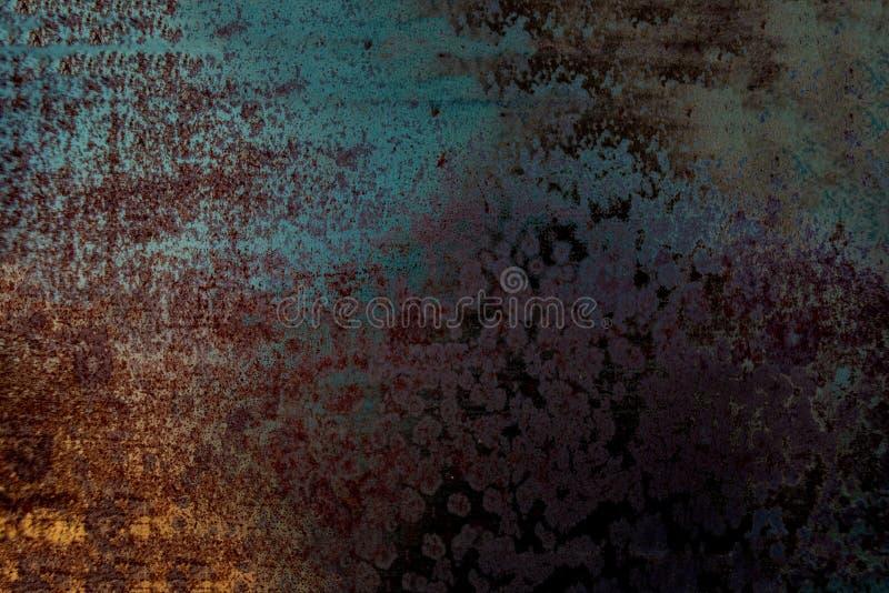 Textur för nödlägeväggmetall med skrapor brun grön rost för bakgrund royaltyfri foto