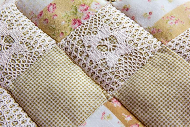 Textur för patchworkbomullskudde handgjort royaltyfria bilder