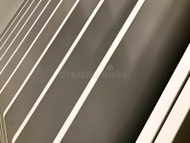 Textura abstracta hermosa de tableros diagonales grises de madera en ángulo Los antecedentes fotos de archivo