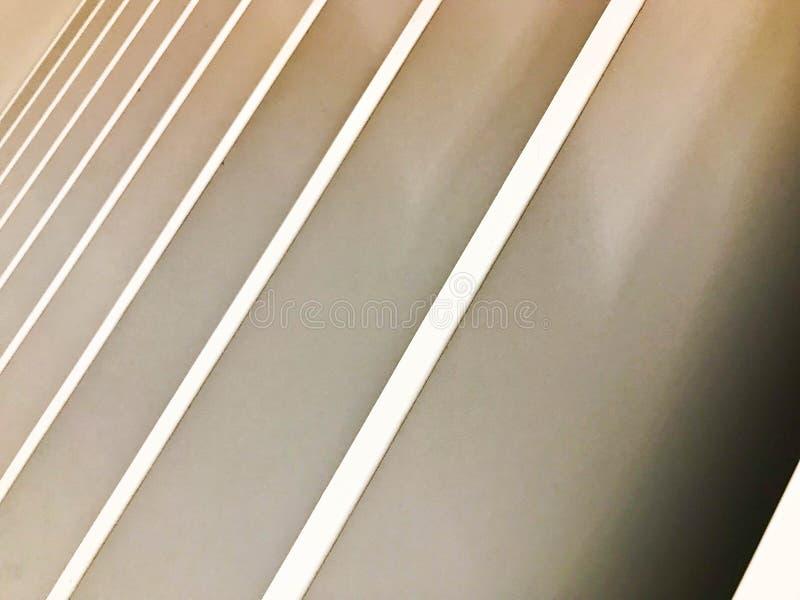 Textura abstracta hermosa de tableros diagonales grises de madera en ángulo Los antecedentes fotos de archivo libres de regalías