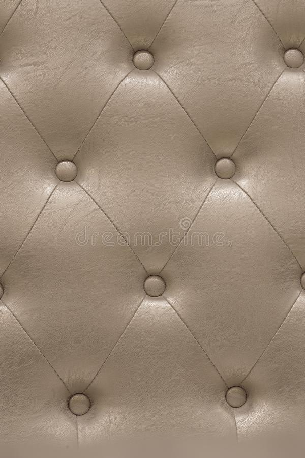 A textura altamente detalhada do vintage bege dourado acolchoou c de couro foto de stock