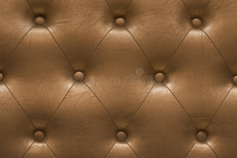 A textura altamente detalhada do vintage dourado acolchoou o pano de couro imagem de stock