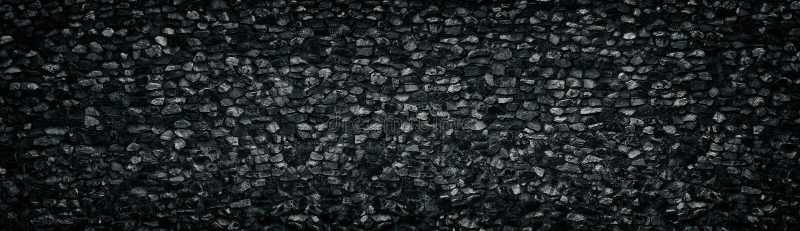 Textura amplia machacada negra de la pared de piedra del granito Panorama angular de la superficie de la roca Fondo panor?mico os fotos de archivo libres de regalías