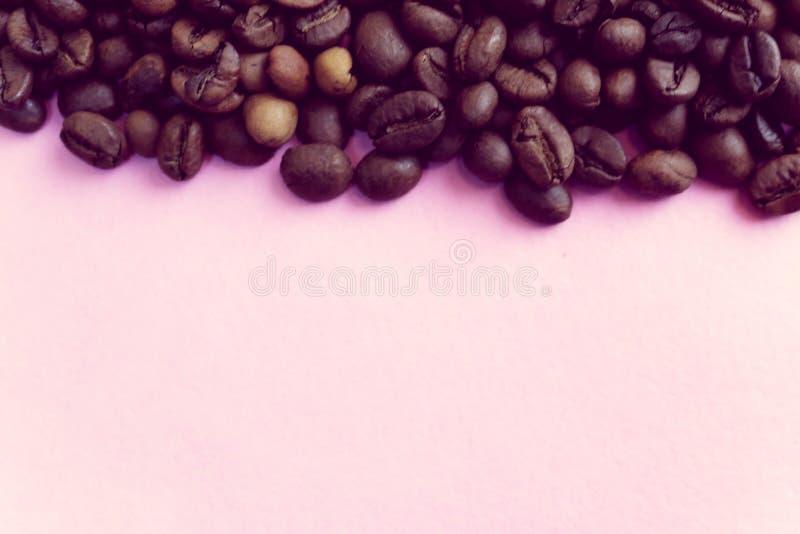 A textura bonita de ricos deliciosos selecionados recentemente roasted bronzeia grões perfumadas naturais da árvore de café, feij foto de stock royalty free