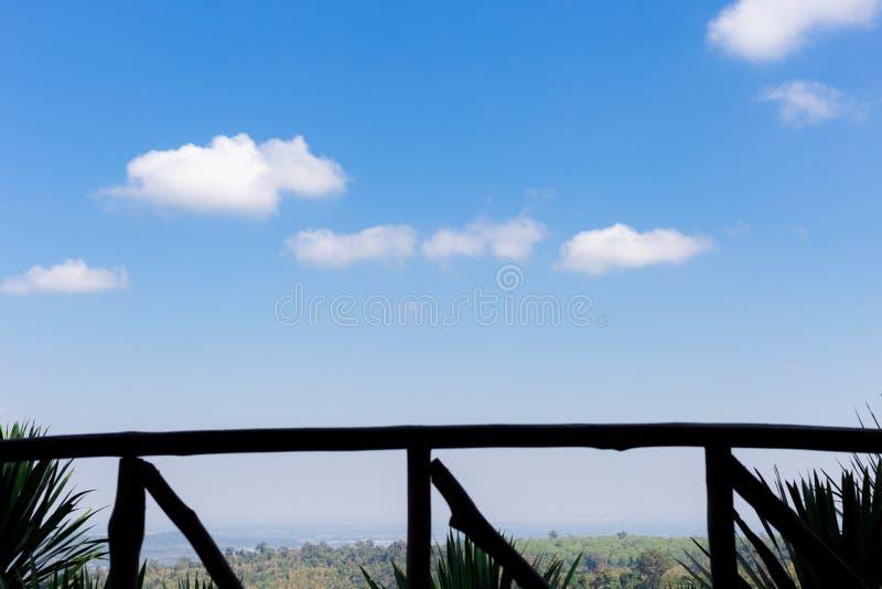 Textura branca do fundo da nuvem do céu azul imagem de stock